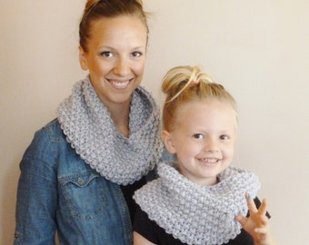 Mommy and Me Matching Knit Infinity Scarves YOUR COLOR CHOICE, Mom and Me Matching Cowls Mother Daughter Circle Scarf Mom and Me Neckwarmers