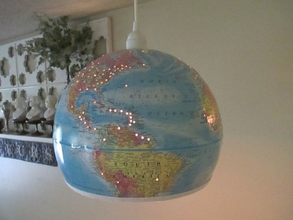 globe terrestre upcycled suspension lampe pendentif lumineux. Black Bedroom Furniture Sets. Home Design Ideas