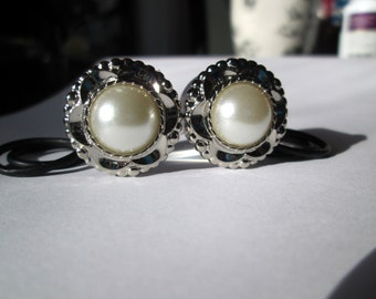 Clearance Sale - Silver Petal Rimmed Ivory Pearl Plugs Gages - Available in 5/8 in and 3/4 in