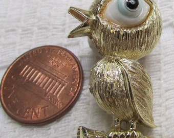 Vintage BIG EYED CHICK  spring pin brooch