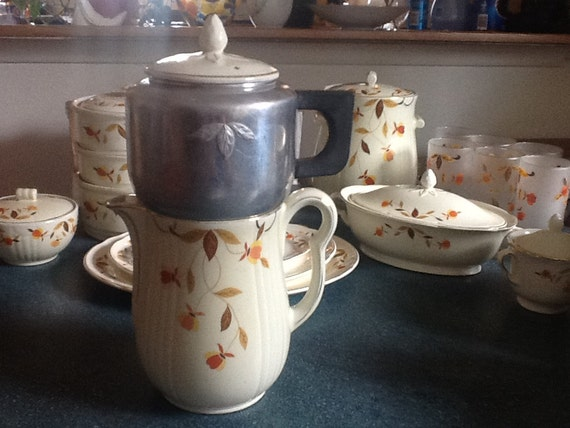 Vintage hall china jewel tea autumn leaf 5 piece 9 cup quot rayed