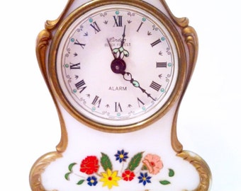 """Lovely Vintage Musical Alarm Clock - Made in Germany """"Raindrops Keep Falling on my Head"""" Shabby Country Chic Floral Gold White Red Yellow"""
