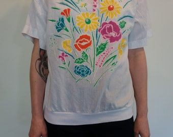 Vintage 1980s white cotton gauze vivid floral print casual top with ribbed hem boho casual hippie bright colors pretty flowers