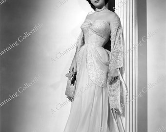 ELIZABETH TAYLOR 8x10 or 11x14 Photo Print Hollywood Classic Actress 1950's Wall Hanging Art Home Decor Brunette Bombshell
