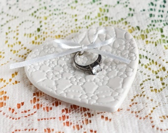 White Lace heart Ceramic ring print ring keeper