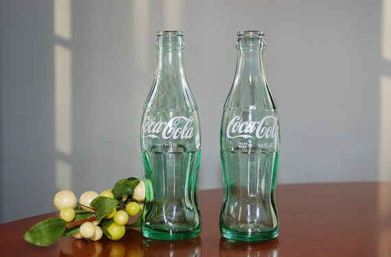 2 sammler coca cola flaschen 75th anniversary cola flasche. Black Bedroom Furniture Sets. Home Design Ideas