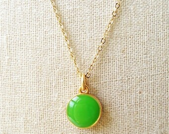 Green Necklace, Simple Kelly Green Necklace, Green Resin Round Necklace, Green Disc Necklace, Resin Jewelry For Her