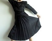 SaLe BeWiTCHiNG SiLk Black Vtg Victorian Style Dress Elegant Gown Figure Flattering Embroidery for Those with Magical Powers Size S or M