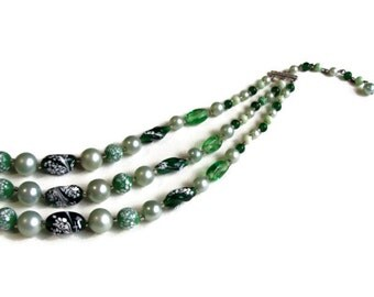 60's Art Glass Necklace Green Speckle