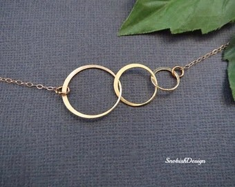 Interlocking Circle Necklace, Delicate Gold Necklace, Minimal Necklace, 3 Sister Necklace, Mothers Necklace, Dainty Necklace, Everyday