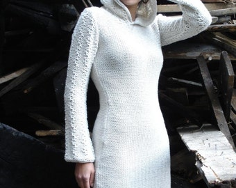 White merino woll mixed with cotton hooded dress.