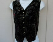 Vintage Black Floral and Metallic Gold Velvet vest crop / 80s to 90s SOSTANZA waistcoat top // ladies size small to medium