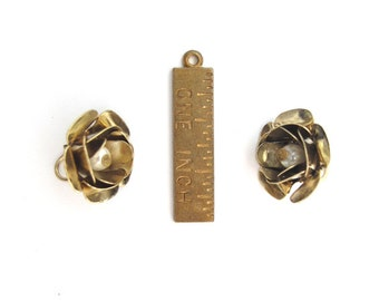 Vintage Gold Plated Flower Charms with Faux Pearl Bead (4X) (V287)