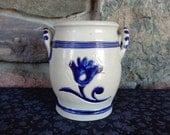 Vintage Williamsburg Restoration Pottery 2 Handles Cobalt Blue Flowers Crock Vase