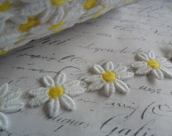 Pure White Daisy with Buttercup Yellow Centers Chain Venise Lace Trim One inch wide