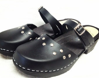 Black Oiled Dalanna on a low comfort base with silver studs