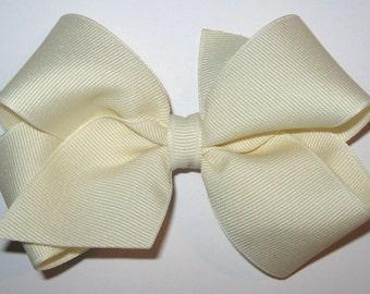 Medium Basic Grosgrain Hair Bow in Ivory