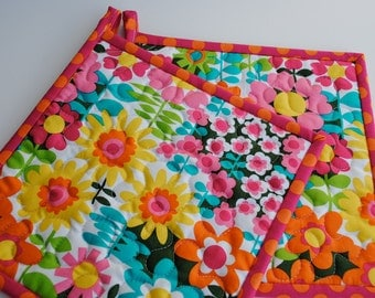 Contemporary Floral Potholders, Set of 2 Quilted Potholders, Handmade Potholders, Spring Potholders