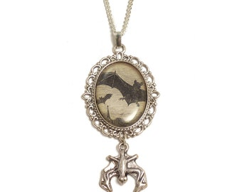 Bats in flight gothic necklace pendant antique silver - Halloween Vampire horror Dracula