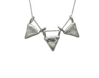 Bunting Necklace 3D