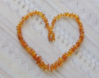 Vintage Baltic Amber Necklace / Graduated Size Amber Beads / 1970s Vintage Hand Knotted Necklace / Unique Gift Under 50