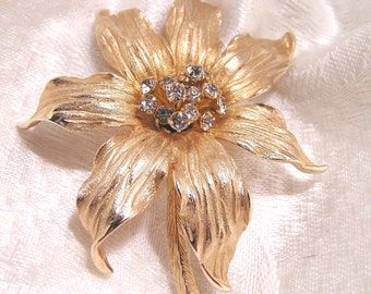 Vintage Flower Brooch with Rhinestones. (J54)