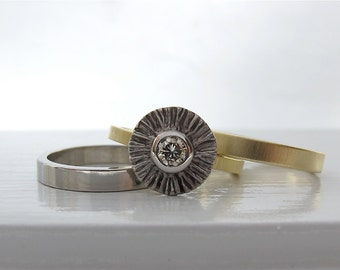 Ruffled 950 palladium and 18kt yellow gold ring with a light champagne diamond