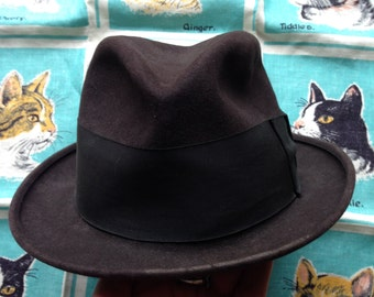 Brown Dobbs hat. Fedora. 6 5/8. 21 inches.