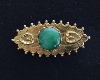 Pretty Vintage Green, Gold tone Brooch