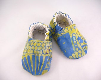 batik baby shoes, fabric shoes, cloth baby shoes, handmade baby shoes, cotton baby shoes, baby accessories, gift idea, baby shower gift,cute
