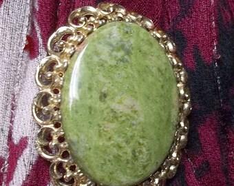 Vintage oval gold metal frame brooch,green semi precious stone cabochon brooch,green stone brooch,gold rim green stone cabochon brooch,