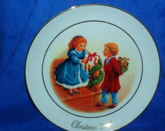 Beautiful Vintage 1984 Christmas Plate by Avon   (Item 235)