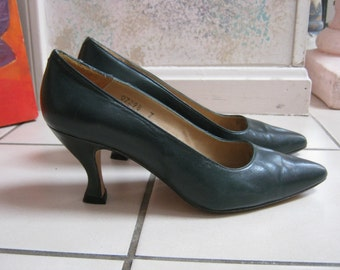 Vintage 80s dark teal leather pumps,  pine green leather curved heel pumps, forest green 80s classic heels size 7 Kenneth Cole made Spain