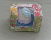 Miniature Easter panoramic sugar egg in New bakery box