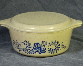 Pyrex Casserole Bowl & Lid Homestead Floral Pattern Tan Blue speckled beige White CrabbyCats, Crabby Cats