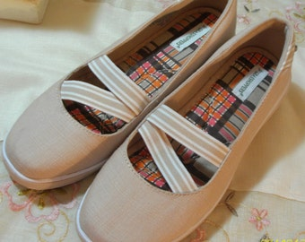 Vintage Tan Canvas Shoes - Slip on Shoes - Deck Shoes -Slight Wedge Heel - Grasshoppers - Superb Cond - Size 6
