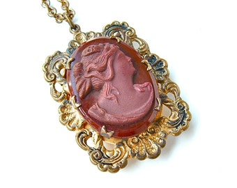 Romantic Victorian Cameo Locket Pendant Necklace Glass Antique Jewelry