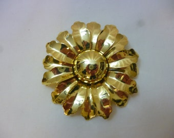 Large Vintage Daisy Flower Brooch