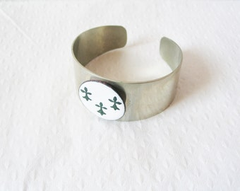Chunky bohemian 1970s brushed silver plated open back porcelain fleur-de-lis statement cuff
