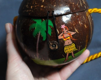 Hello, do you like my hula coconut purse? Summer fun vintage souvenir