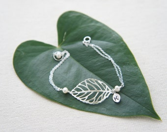 Personalized silver leaf bracelet with pearls- bridesmaids gift, wedding, modern, casual, everday, birthday gift