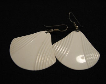 Vintage White Metal Textured Fan Dangle Pierced Earrings
