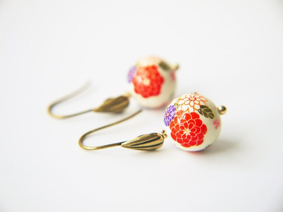Chrysanthemum Flower Tensha Beads Earrings Oriental Style Dangle Antique Gold Earrings