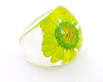 Chartreuse Chrysanthemum Daisy Resin Ring. Pressed Flower Resin Ring. Lime Green Cocktail Ring.  Handmade Jewelry with Real Flowers - Gift