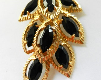 1950 large black leaves figural Brooch - cluster of black marquise unfoiled stones o gold tone setting - unsigned beauty - Art.323/3---