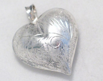 pre owned vintage estate large puffed heart w/ diamond cut etching 925 sterling silver pendant