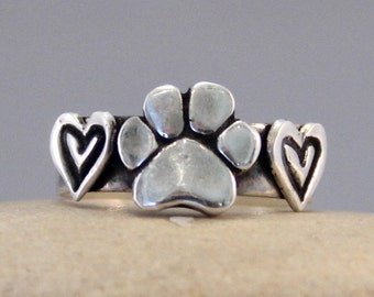 Dog Paw and Hearts Ring - Dog Paw Ring - Dog Ring - Paw Ring - Dog Jewelry - Animal Jewelry - Dog Lovers Jewelry - Hearts