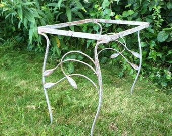 Vintage iron laurel leaf outdoor table