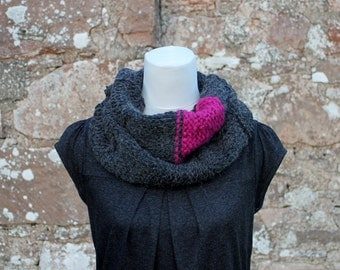 SCARF handknit chunky dark gray - Funky jet and fuschia circle scarf, neckwarmer, gift for her, infinity scarf UK