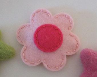 Felt hair clip -No slip -Wool felt -New daisy -pale pink (magenta centre)